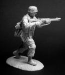 Немецкий десантник, 1943-45 гг. - Оловянный солдатик, белый металл (набор для сборки из 11 деталей). Размер 54 мм (1:30)