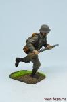 Немецкий солдат в атаке - Оловянный солдатик коллекционная роспись 54 мм. Все оловянные солдатики расписываются художником в ручную