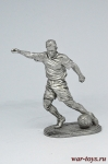 Футболист - нападающий (форвард) - Не крашенный оловянный солдатик. Высота 54 мм.