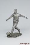 Футболист - полузащитник (хавбэк) - Не крашенный оловянный солдатик. Высота 54 мм.