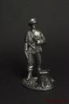 Немецкий унтер -офицер,1943-45 гг, у пенька,с пистолетом