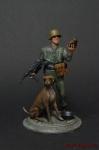 Немецкий танкист,1943-45 гг,в каске,с автоматом и собакой - Оловянный солдатик коллекционная роспись 54 мм. Все оловянные солдатики расписываются художником вручную