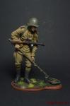 Рядовой сапёрных частей Красной Армии с миноискателем 1943-45 - Оловянный солдатик коллекционная роспись 54 мм. Все оловянные солдатики расписываются художником вручную