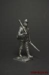 Немецкий солдат идёт с фаустпатроном - Оловянный солдатик. Чернение. Высота солдатика 54 мм