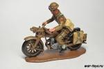 Посыльный на мотоцикле Triumph 350 cc
