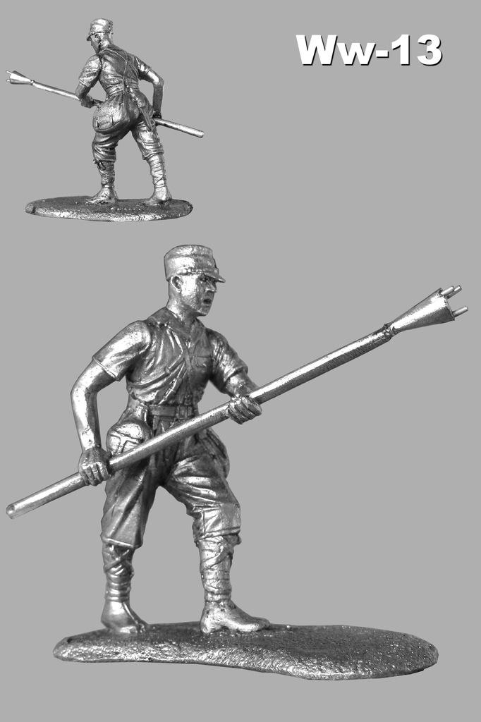 Фигура белого металла в чернении